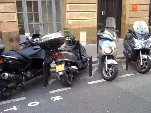 motorcycle parking in milan an example to follow for westminster uk france. Black Bedroom Furniture Sets. Home Design Ideas