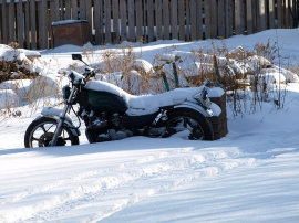 motorcycle-stuck-in-snow